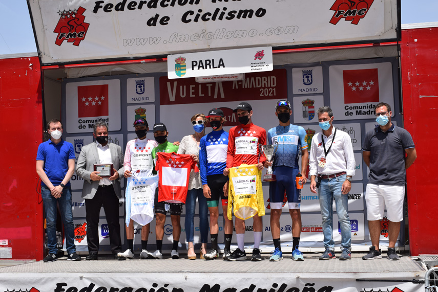 Sprint victorioso para Arturo Cantera (Escribano), con Xabier Isasa (Laboral Kutxa) manteniendo el rojo