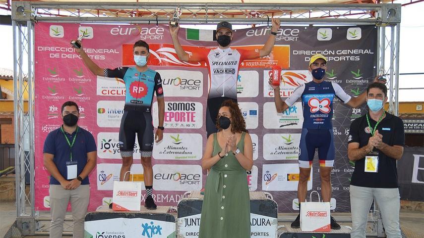 alvaro-Lobato-y-Marta-TorA�-vencen-en-el-IX-Maraton-Templario-de-Jerez-de-los-Caballeros-