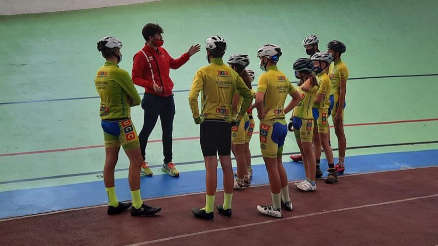 Fundacion-Contador-y-UC-Coslada-se-probaron-en-el-velodromo-de-Galapagar
