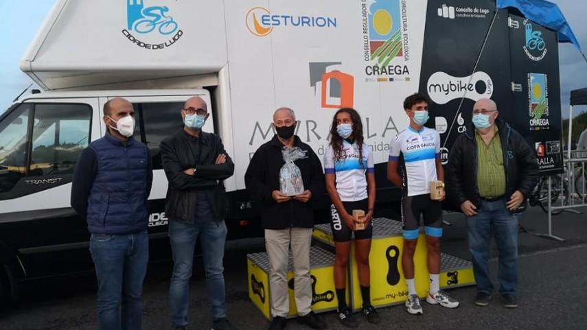 Claudia-Garcia-e-Sergio-Lorenzo-proclamanse-ganadores-da-Copa-Galicia-Junior-no-GP-San-Froilan