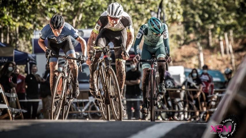 Laura-Mira-e-Ricardo-Buba-asinan-un-dobre-exito-galego-nas-carreiras-juniors-do-XaxanCx