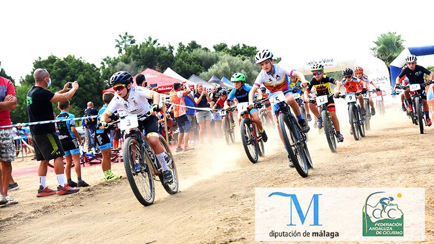 Caleta-de-Velez-hace-vibrar-a-los-jovenes-bikers-del-Provincial-Diputacion-de-Malaga